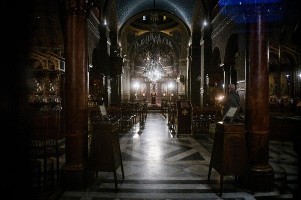 Εκκλησία τέλος για τους πιστούς: Άδεια η Μητρόπολη Αθηνών στους Β' Χαιρετισμούς - Φωτογραφία 2