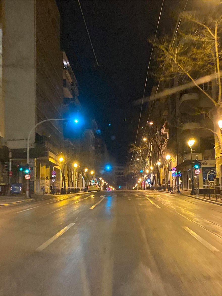 Σάββατο βράδυ: Πόλη-φάντασμα η Αθήνα - Φωτογραφία 7