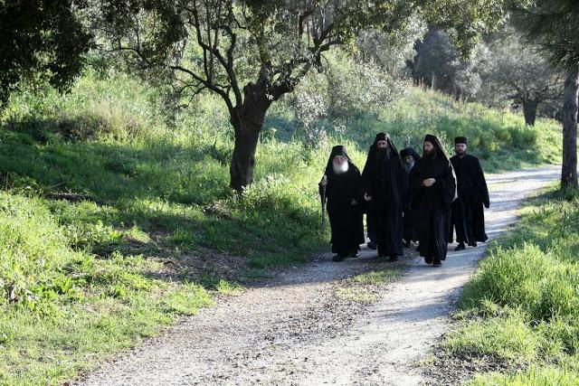 13333 - Φωτογραφίες από την πρώτη Θεία Λειτουργία στο παρεκκλήσι του Οσίου Ιωσήφ του Ησυχαστή - Φωτογραφία 3