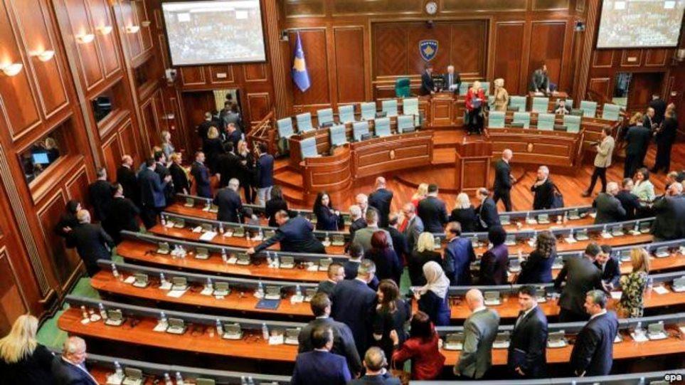 Ο κορωνοϊός «έριξε» την κυβέρνηση στο Κόσοβο - Φωτογραφία 1