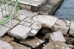 Λακκούβες «παγίδες» για τους πεζούς στα πεζοδρόμια της ΒΟΝΙΤΣΑΣ - [ΦΩΤΟ]
