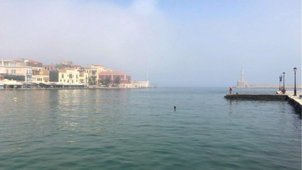 ΦΩΤΟΣ.Τι είναι το φαινόμενο της «μεταφερόμενης ομίχλης» που εμφανίστηκε στα Χανιά - Φωτογραφία 1
