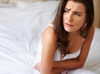 Ο καρκίνος των ωοθηκών προκαλεί πόνο, πρήξιμο χαμηλά στην κοιλιά, αίσθημα φουσκώματος, αύξηση βάρους, κούραση - Φωτογραφία 1