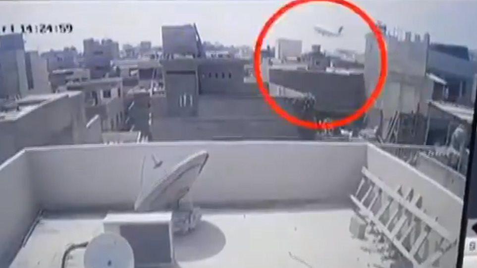 Συντριβή αεροσκάφους στο Πακιστάν: «Έχουμε χάσει τους κινητήρες» τα τελευταία λόγια του πιλότου - Φωτογραφία 1