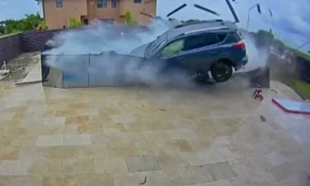 Σώθηκαν από τη βροχή (VIDEO) - Φωτογραφία 1