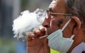 ΕΚΠΑ: Κάπνισμα και Covid-19 – Τρεις γιατροί αναλύουν τα ευρήματα νέας μελέτης