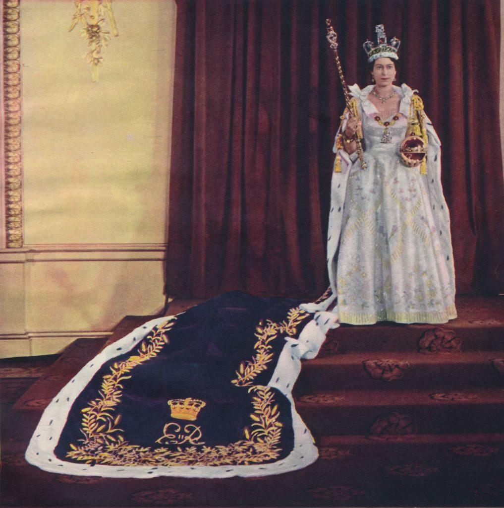 Ο Roger Vivier επαναλανσάρει τα παπούτσια που φορούσε η Βασίλισσα Ελισάβετ - Φωτογραφία 2