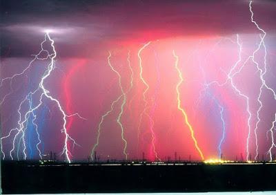 Τι είναι αστραπή, κεραυνός και πώς θα προστατευτείτε από τους κεραυνούς; Τι να κάνετε αν πιάσει καταιγίδα την ώρα που κολυμπάτε; - Φωτογραφία 2