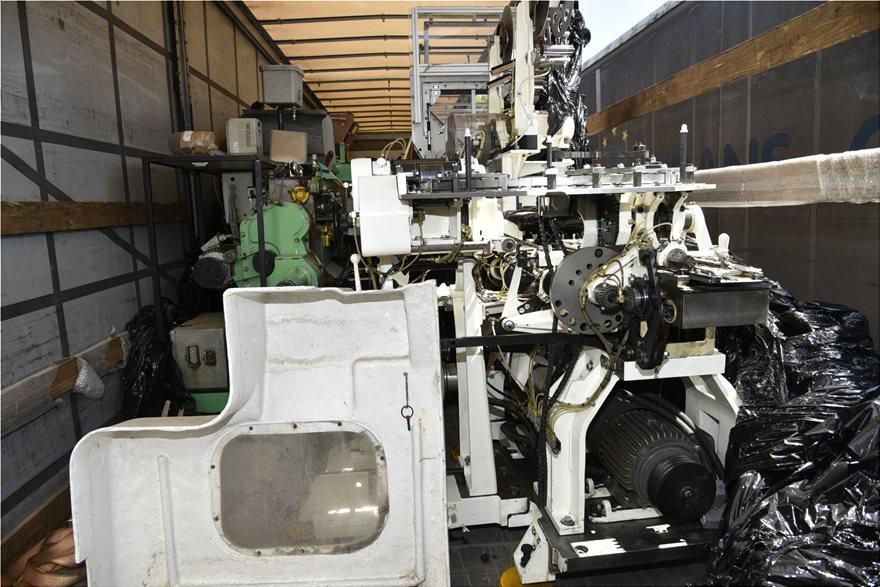 Τέσσερις συλλήψεις σε εργοστάσιο «φάντασμα» με λαθραία τσιγάρα - Φωτογραφία 2