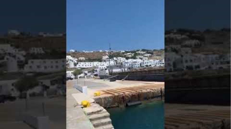 Μύκονος: Καράβι «μπλοκάρει» το παλιό λιμάνι - Έντονες αντιδράσεις - Φωτογραφία 2