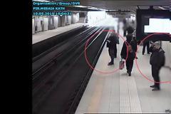 Η συμμορία των... 59: Οι πορτοφολάδες που δρούσαν στα μέσα μεταφοράς - Δείτε πώς «ξάφριζαν» τα θύματά τους