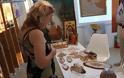 Δυναμική παρουσία της Δέσποινας Κατζου-Πλουμη, στα εγκαίνια έκθεσης στη Νέα Φιλαδέλφεια.