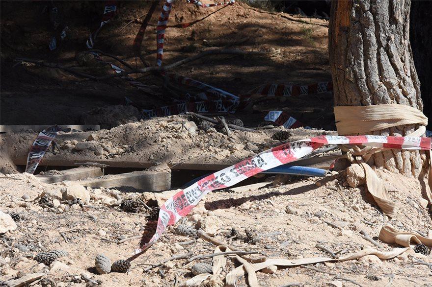 Βαρυμπόμπη: Τραγωδία με τρεις νεκρούς στο κυνήγι του «χαμένου θησαυρού» - Φωτογραφία 2