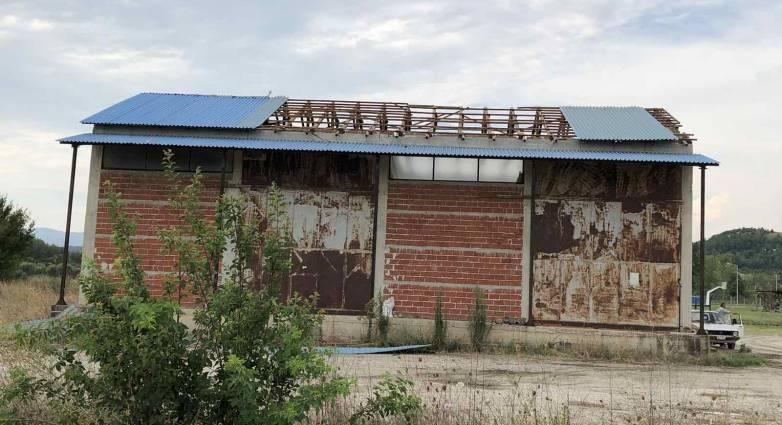 Τρίκαλα: Χαλασμός στο Ρίζωμα! Ξηλώθηκαν στέγες από την κακοκαιρία - Φωτογραφία 1