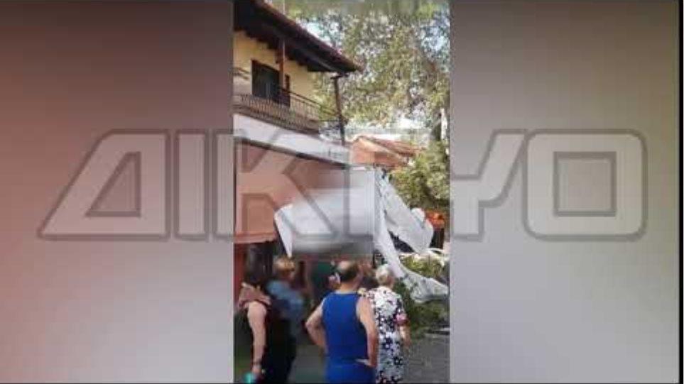 Πρώτη Σερρών: Το μικρό αεροπλάνο έπεσε 100 μέτρα μακριά από το φαρμακείο που εργάζεται η μητέρα του χειριστή - Φωτογραφία 8