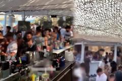 «Νέα Μύκονος» η Πάρος: Απίστευτος συνωστισμός σε κέντρα διασκέδασης