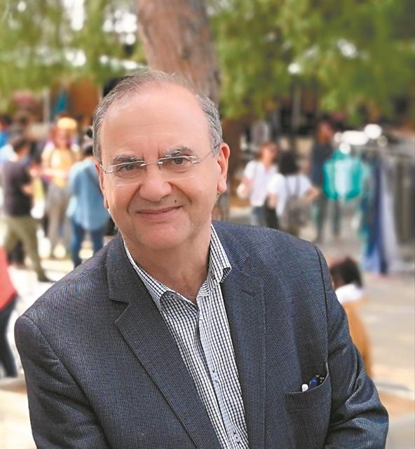 Στις 16 Αυγούστου ο Δημήτρης Στρατούλης παραχώρησε μια συνέντευξη στα Νέα, στην Ζωή Λιάκα - Φωτογραφία 1