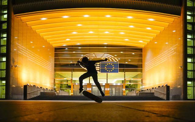 """Το Ευρωπαϊκό Κοινοβούλιο συμμετέχει στην εκστρατεία """"Χρυσός Σεπτέμβρης"""" για τα παιδιά που δίνουν μάχη με τον καρκίνο - Φωτογραφία 1"""