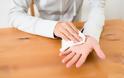 Ιδρώνουν υπερβολικά τα χέρια σας; Η εύκολη θεραπεία με άμεσο αποτέλεσμα