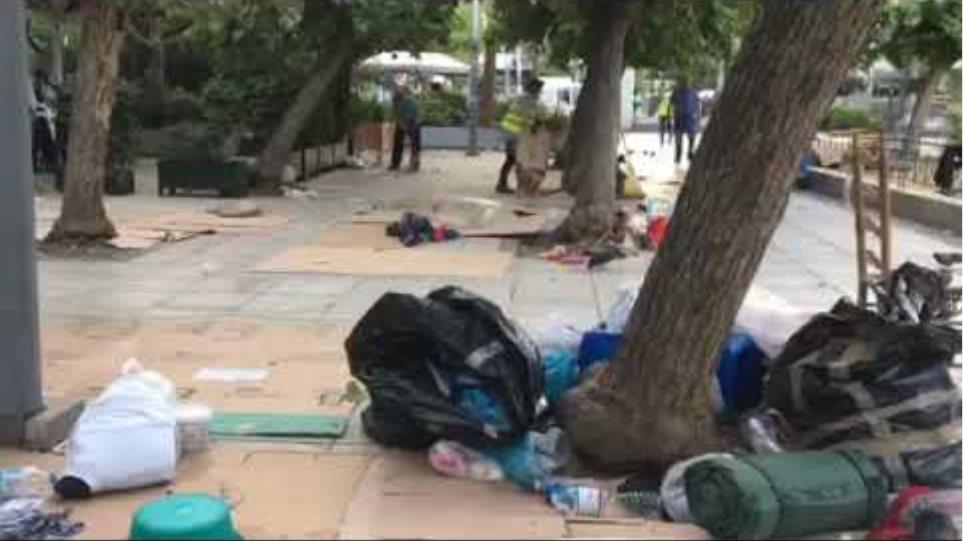 Πρόσφυγες: Επιχείρηση εκκένωσης της πλατείας Βικτωρίας - Φωτογραφία 2