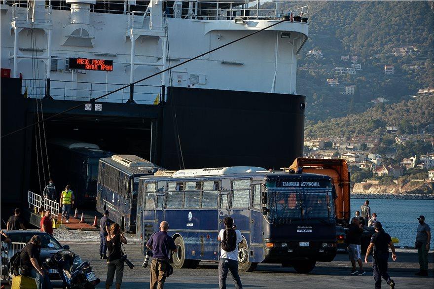 Καζάνι που βράζει η Λέσβος: Κάτοικοι και μετανάστες δεν θέλουν επιστροφή στη Μόρια - Φωτογραφία 9