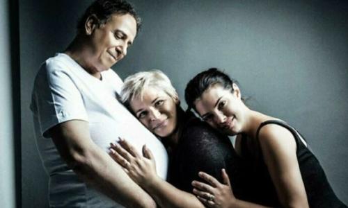 «Ο άντρας που γέννησε τις επιτυχίες στην ιδιωτική τηλεόραση»: Το νέο εξώφυλλο του Χάρη Ρώμα - Φωτογραφία 1