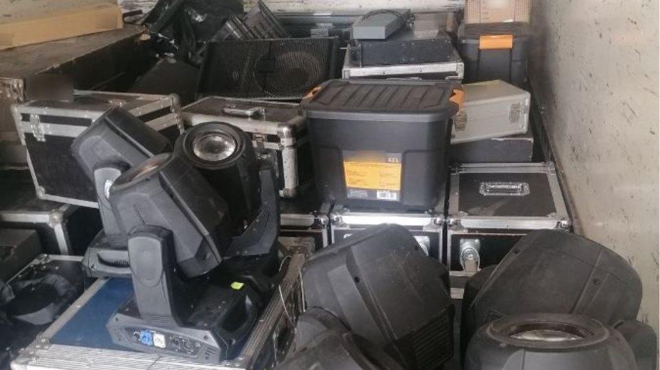 Πήγαν να κλέψουν φορτηγό με συσκευές αξίας 200.000 ευρώ! - Φωτογραφία 1
