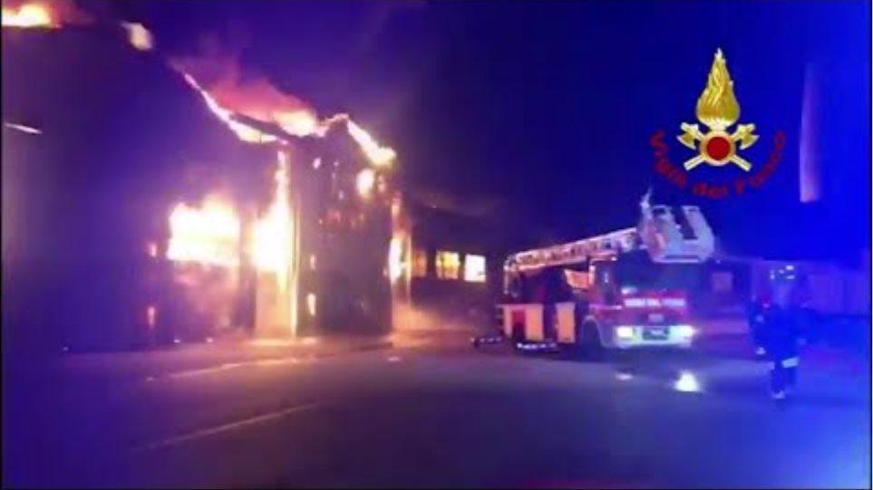 Φωτιά στο λιμάνι της Ανκόνα: Κλειστά τα σχολεία και τα πάρκα της πόλης - Φωτογραφία 2