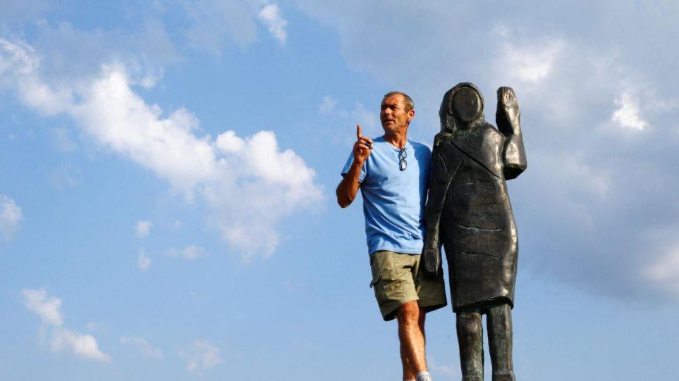 Σλοβενία: Το νέο άγαλμα της Μελάνια Τραμπ είναι το πιο... κακόγουστο - Φωτογραφία 1