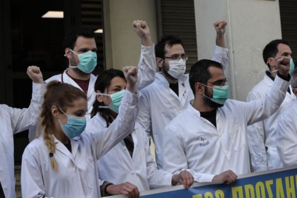 Χάος στο ΕΣΥ: Μετακινούν προσωπικό, κόβουν-ράβουν στις ΜΕΘ - Ξεσηκώθηκαν χιλιάδες γιατροί - Φωτογραφία 2