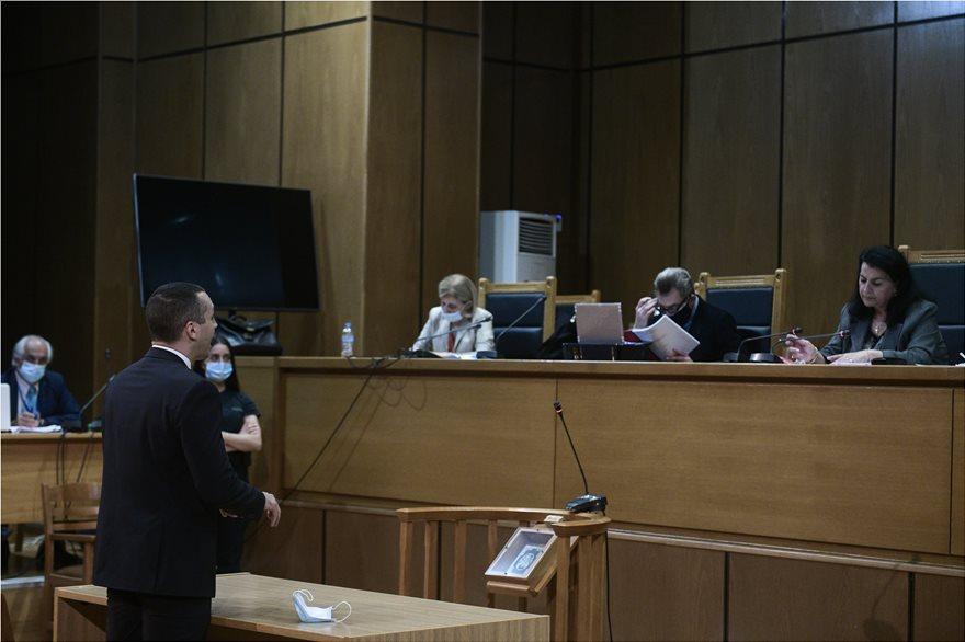 Δίκη ΧΑ - Μιχαλολιάκος: Το μόνο που έκανα, ήταν που σήκωνα το δεξί χέρι - Φωτογραφία 2