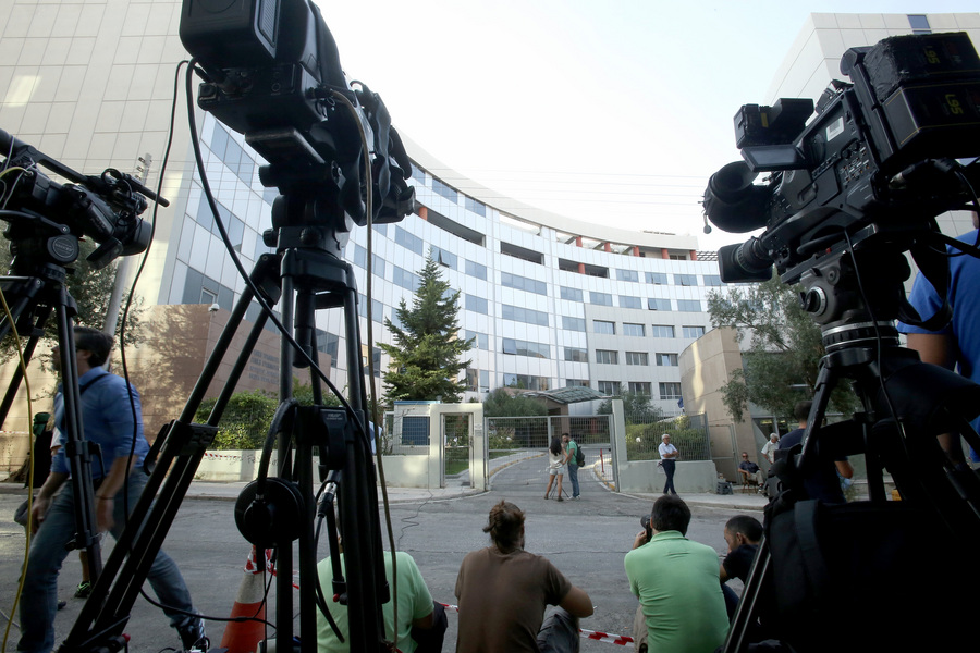 Γιατί τόσοι πολλοί βλαμμένοι, διεφθαρμένοι και άσχετοι γίνονται δημοσιογράφοι και πολιτικοί; - Φωτογραφία 2