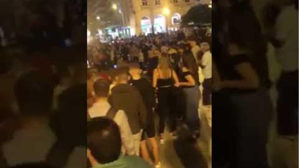 «Χαμός» χθες στη Θεσσαλονίκη - Συνωστισμός στην πλατεία Αριστοτέλους - Φωτογραφία 3