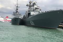Έδεσε στον Πειραιά το τεράστιο ρωσικό πολεμικό πλοίο «Vice Admiral Kulakov»