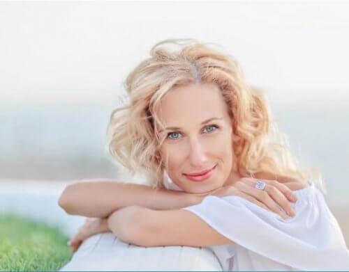 Εμμηνόπαυση: Πώς να αντιμετωπίσετε τις επιπτώσεις της στο δέρμα - Φωτογραφία 1