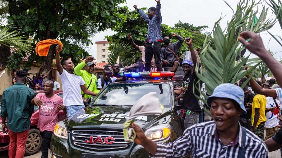 Χάος στη Νιγηρία: Διαδηλωτές σκοτώθηκαν από πυρά των δυνάμεων ασφαλείας στο Λάγκος - Φωτογραφία 1