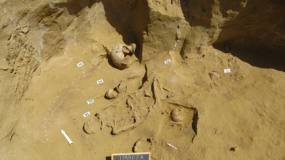 Σημαντικά ευρήματα στην στη μυκηναϊκή νεκρόπολη της Τραπεζάς - φωτος - Φωτογραφία 1