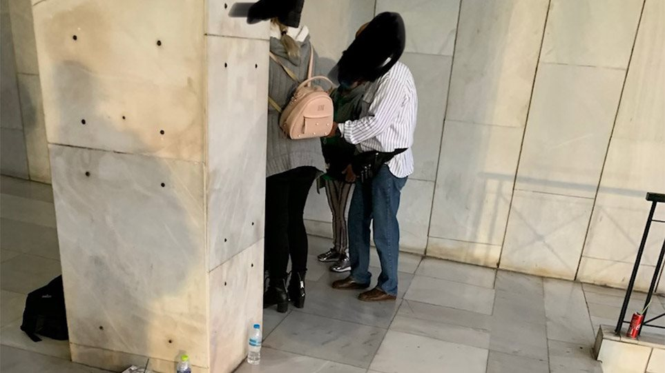 Χρυσή Αυγή: Συγγενείς των καταδικασθέντων πηγαίνουν στη ΓΑΔΑ –βίντεο - Φωτογραφία 1