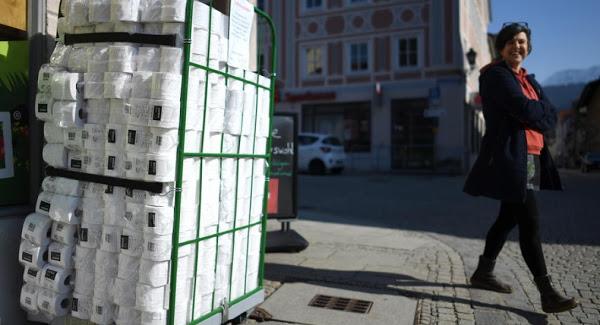 Αδειάζουν τα ράφια από χαρτί υγείας στην Γερμανία - Φωτογραφία 1