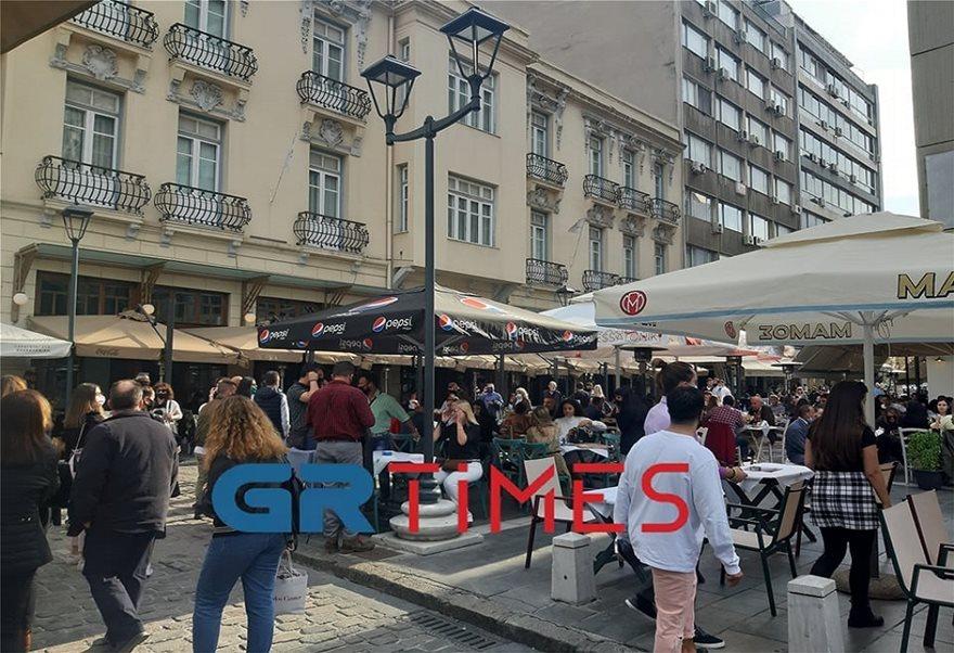 Με τσίπουρα και καφέδες η 28η Οκτωβρίου στη Θεσσαλονίκη (Φωτος) - Φωτογραφία 2