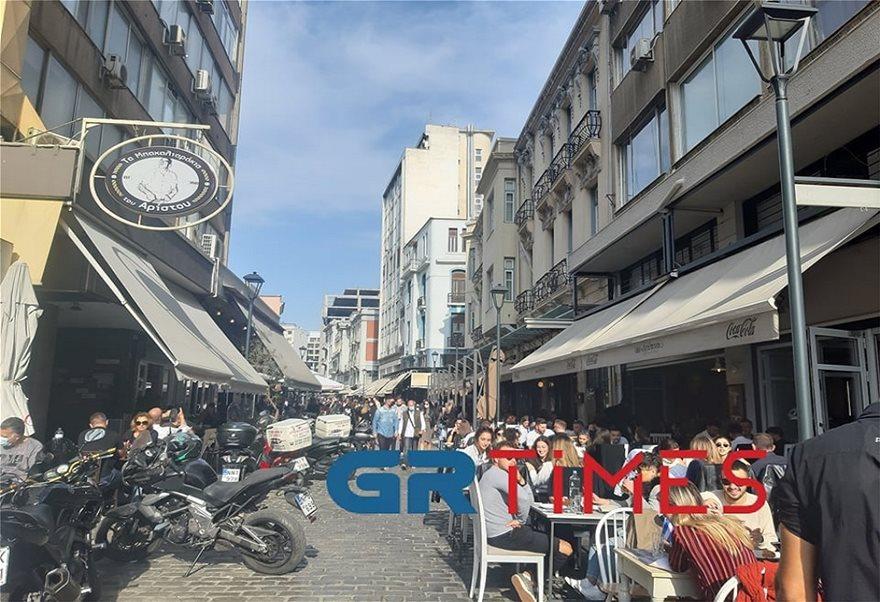Με τσίπουρα και καφέδες η 28η Οκτωβρίου στη Θεσσαλονίκη (Φωτος) - Φωτογραφία 3