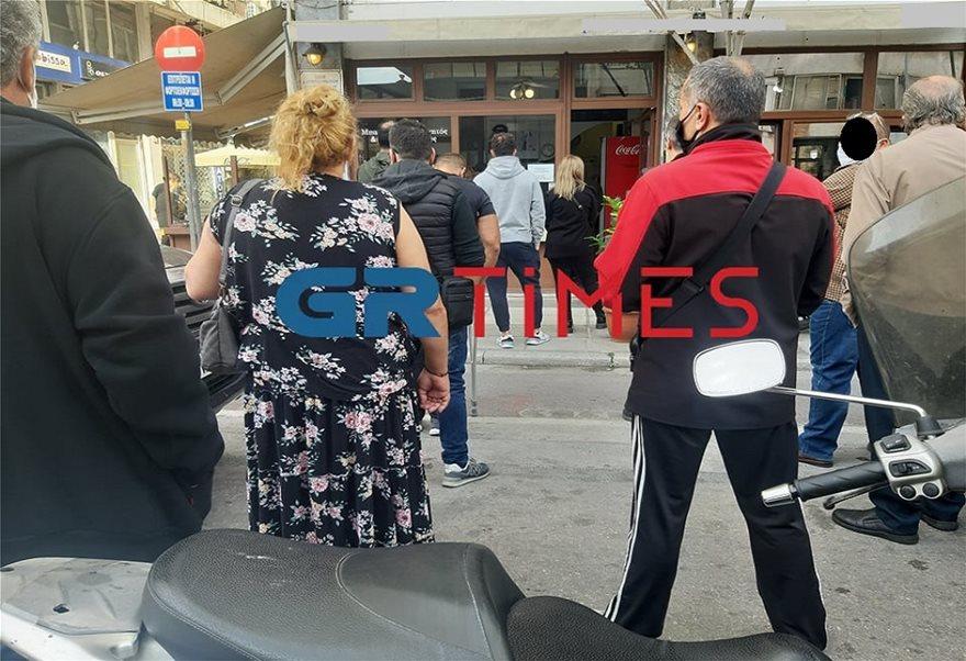 Με τσίπουρα και καφέδες η 28η Οκτωβρίου στη Θεσσαλονίκη (Φωτος) - Φωτογραφία 5