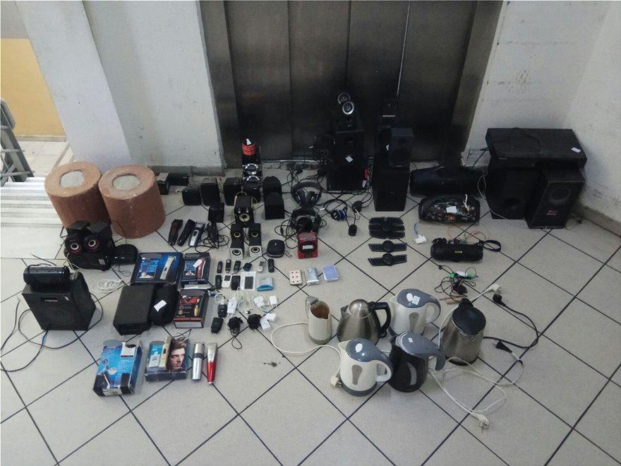 Ναρκωτικά, μαχαίρια, σουβλιά και μηχανές τατουάζ βρέθηκαν στις φυλακές Δομοκού - Φωτογραφία 2