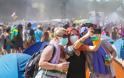 Κορωνοϊός: Προσκάλεσαν χιλιάδες άτομα σε συναυλία σε κλειστό χώρο. Ποιο ήταν το αποτέλεσμα