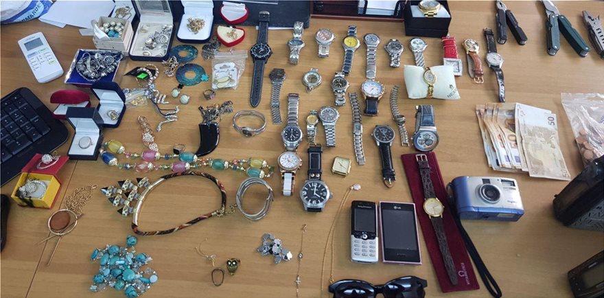 Σπείρα ξάφριζε κοσμήματα από σπίτια σε Γλυφάδα και Αργυρούπολη - Φωτογραφία 2