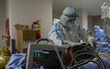 Αυτοί είναι οι δικοί μας ήρωες! Το Reuters στην ΜΕΘ covid του νοσοκομείου Παπανικολάου – Συγκλονιστικές εικόνες - Φωτογραφία 2