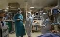 Αυτοί είναι οι δικοί μας ήρωες! Το Reuters στην ΜΕΘ covid του νοσοκομείου Παπανικολάου – Συγκλονιστικές εικόνες - Φωτογραφία 5