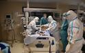 Αυτοί είναι οι δικοί μας ήρωες! Το Reuters στην ΜΕΘ covid του νοσοκομείου Παπανικολάου – Συγκλονιστικές εικόνες - Φωτογραφία 7