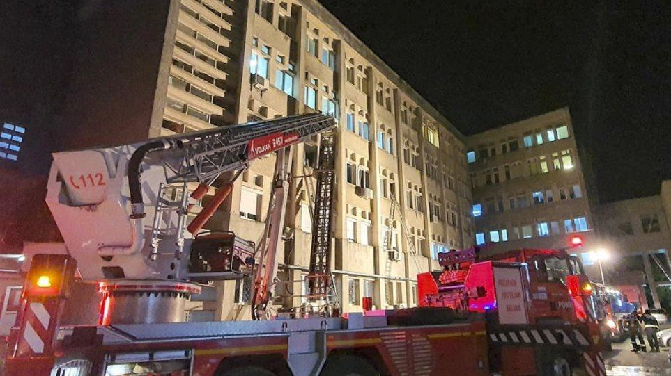 Σκηνές χάους στη Ρουμανία: Πυρκαγιά σε νοσοκομείο - Σκοτώθηκαν 10 διασωληνωμένοι ασθενείς με κορωνοϊό - Φωτογραφία 1