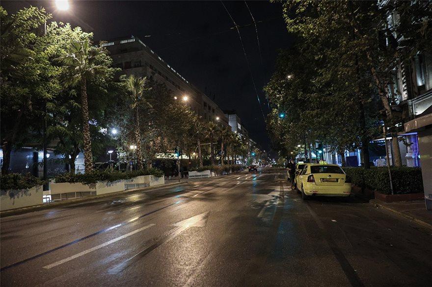 Φωτος: Έρημο Σαββατόβραδο στις πόλεις - Άδειοι οι δρόμοι - Φωτογραφία 5